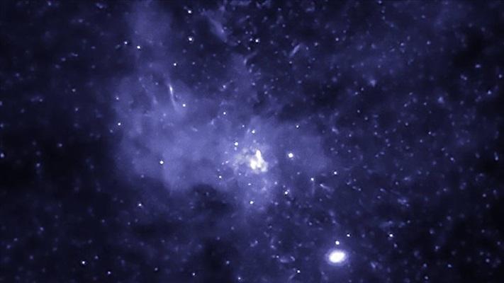 """""""Devasa bir kara delik saatte yaklaşık 177 bin kilometre hızla uzayda yol alıyor"""""""