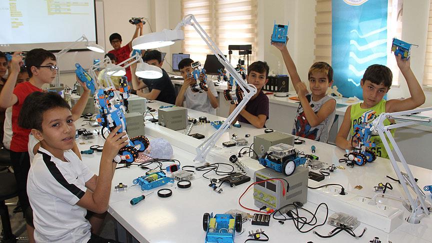 Geleceğin mühendislerini yetiştiriyorlar