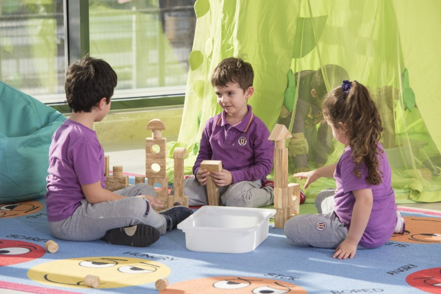 Okul Öncesi ve İlkokul Kademesinde Yaratıcılığı Destekleyen Eğitim Felsefesi: Reggio Emilia