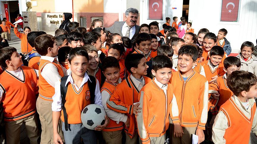 Suriyeli çocuklar için 5 bin 200 Türkçe öğretmeni görevde!