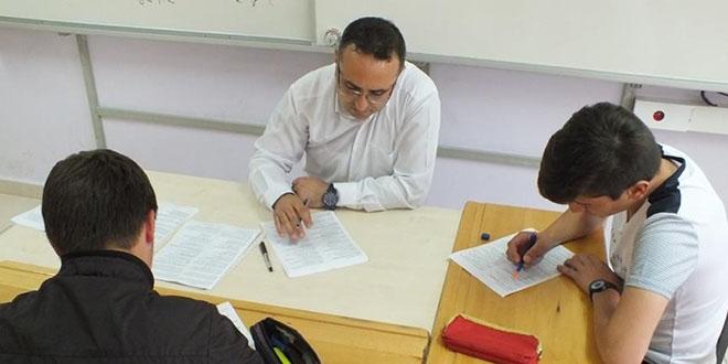Öğrencileri için gönüllü mesai yapıyorlar