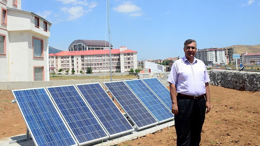 Üniversite kampüsünde rüzgar ve güneşten elektrik üretiyor