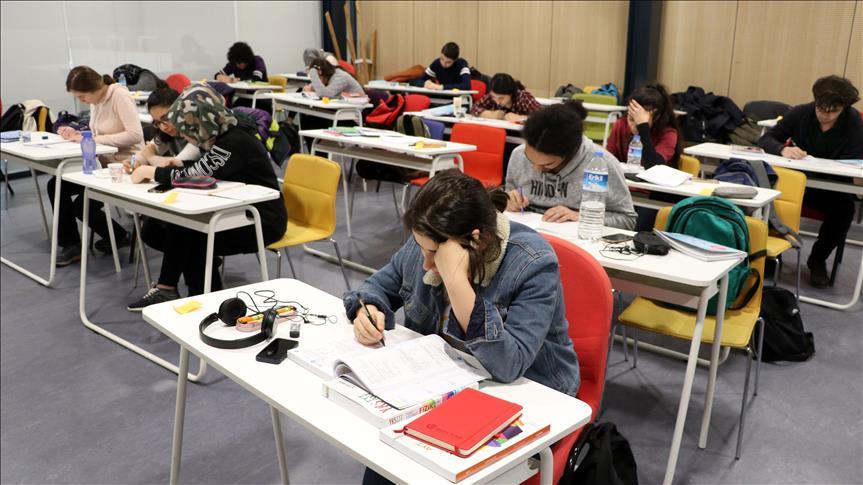 Üniversite sınavına kampüste hazırlanıyorlar