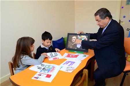 Otizmli öğrencilerin gözüyle bayrak ve Atatürk…