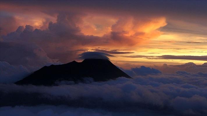Endonezya'da Merapi Yanardağı için alarm seviyesi yükseltildi
