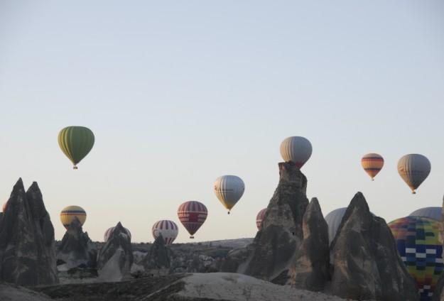 """Balonlar """"Ata'ya saygı"""" için havalandı"""