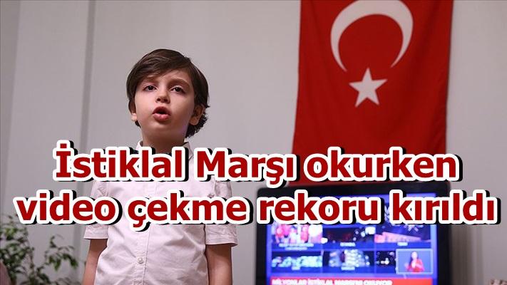 İstiklal Marşı okurken video çekme rekoru kırıldı