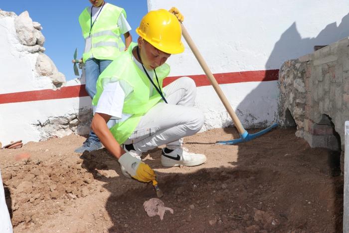 Öğrenciler için 'suni' arkeolojik kazı alanı
