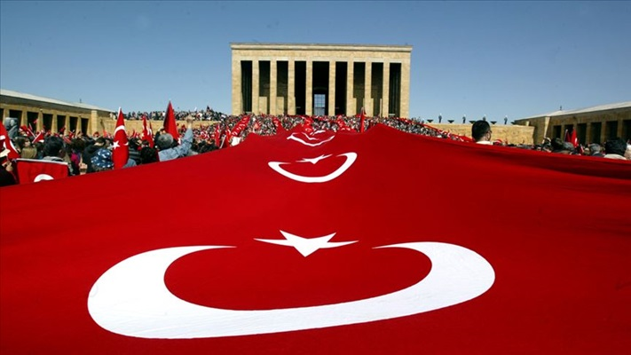 Tüm Türkiye Büyük Önder Atatürk'ü anıyor