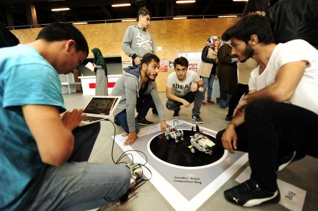 AGÜ'de Sumo Robotları Yarıştı