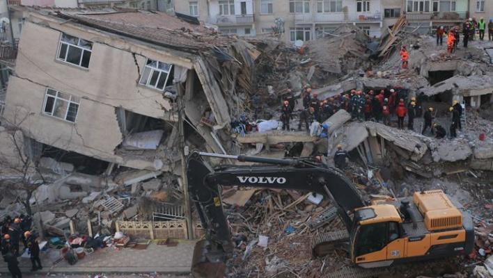 Depremzede çocuklara eğitim bursu için protokol