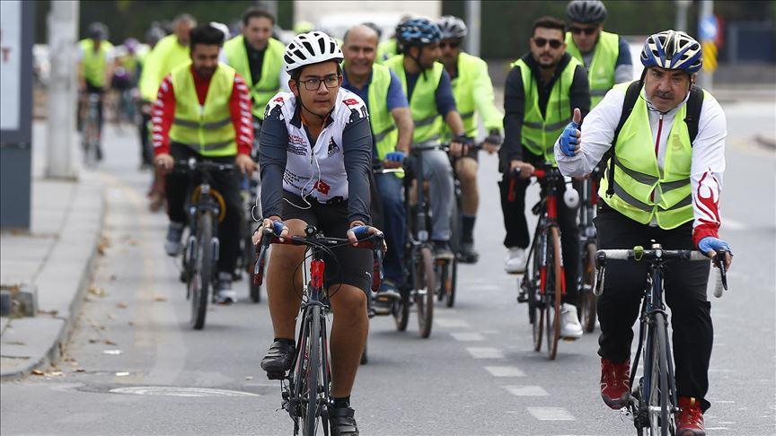 Bisikletçiler kök hücre bağışı için pedal çevirdi