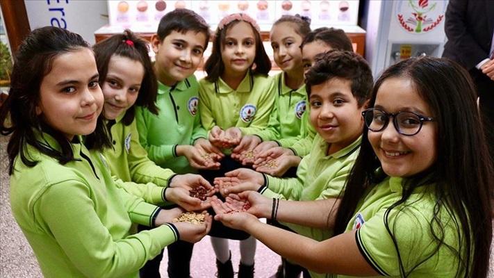 Biyolojik çeşitliliği okulda oluşturulan 'tohum bankası'nda öğreniyorlar
