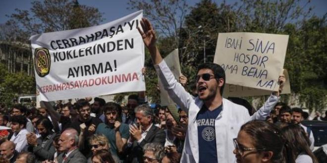 İÜ Cerrahpaşa Tıp Fakültesi'nde bölünme protestosu