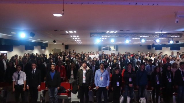 55 okuldan 200 öğrenciyle münazara