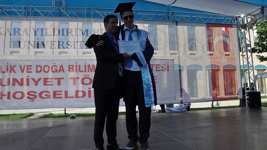 Asperger sendromlu Özaydınlık üniversiteden mezun oldu