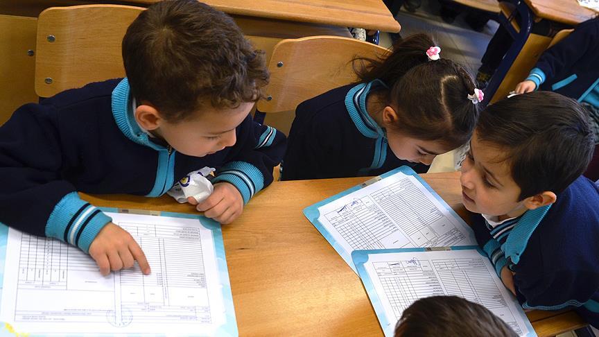 Kız çocuklarının okullaşma oranı ilkokulda düşüşte, ortaokulda yükselişte