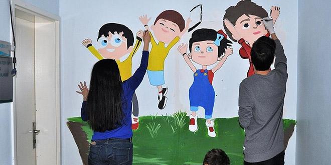 Çocukların hastane korkusuna çizgi film kahramanlı çözüm