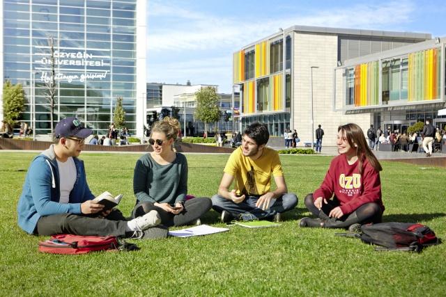 Özyeğin'den maddi desteğe ihtiyacı olan başarılı öğrencilere yüzde 100 burs