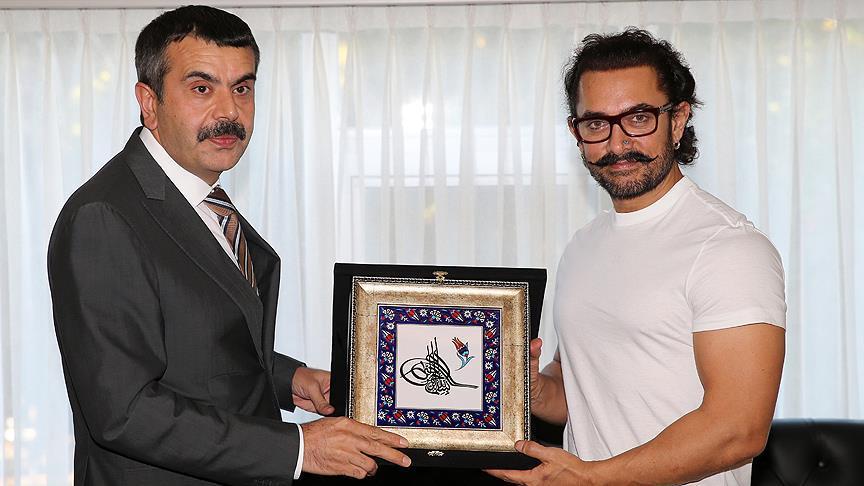 Bollywood yıldızı Khan'dan MEB Müsteşarı Tekin'e ziyaret