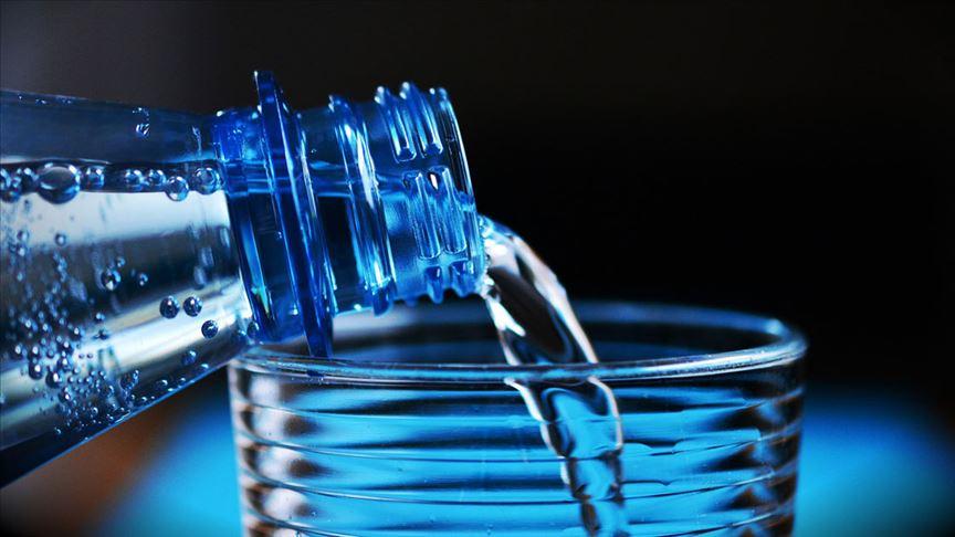 'Ses sağlığınız için günde 2 litre su için'