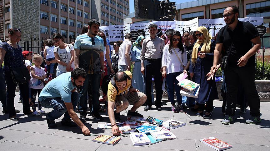 MEB önünde protesto! Öğretmen adayları, Ağustos'ta atama istedi!