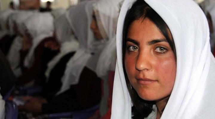 Van'da lise öğrencileri 'zorla erken evliliği' protesto etti