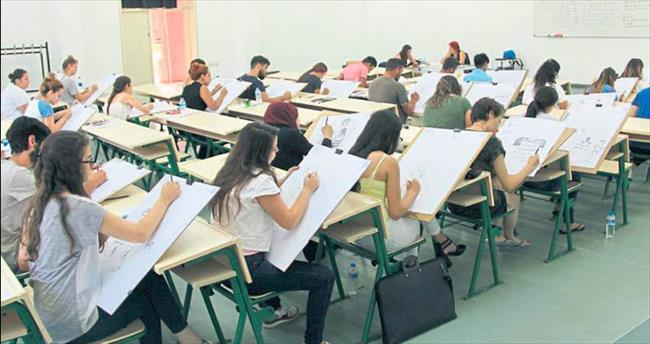 Öğrenci adayları yetenek sınavında