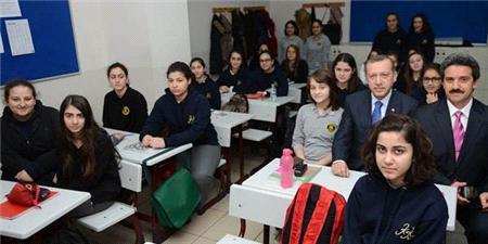 Başbakan Recep Tayyip Erdoğan,Kandilli Kız Lisesi'ni Ziyaret Etti