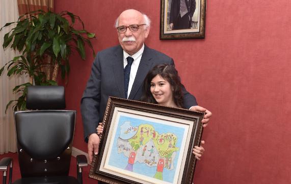 """Bakan Avcı """"Hayalimdeki Türkiye"""" Yarışmasının Ödüllerini Verdi"""
