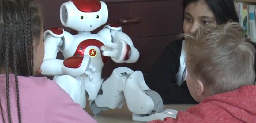 Finlandiya'da robot öğretmen derslere giriyor
