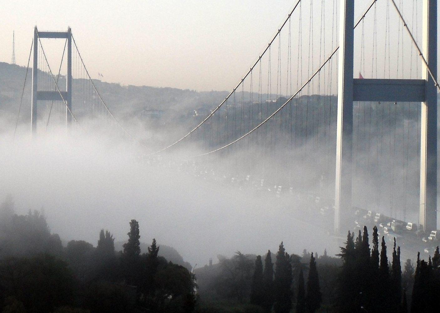İstanbul'da hava ve deniz ulaşımına sis engeli