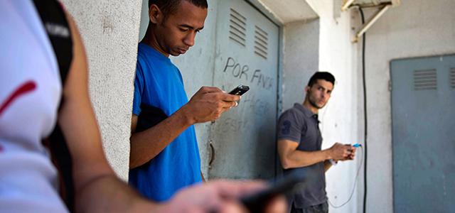 Küba'ya Halka Açık Kablosuz İnternet Geldi
