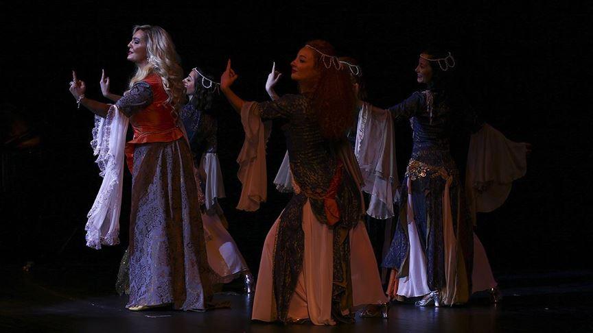 Devlet Tiyatroları 70'inci yılını 'yıldızlar geçidi' ile kutladı