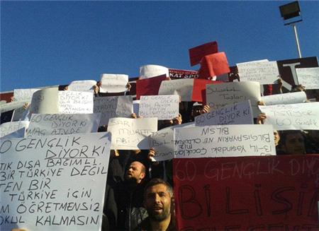 Atama Bekleyen Öğretmen Adayları Galatasaray Maçında Pankart Açtı