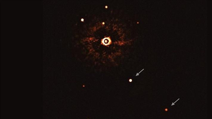 Başka bir güneş sisteminin yıldızı ve iki gezegeni ilk kez teleskopla gözlendi