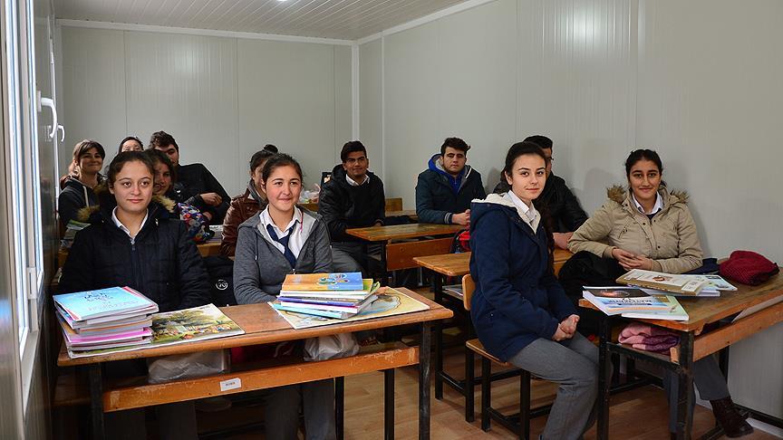 Deprem bölgesinde ders zili çaldı
