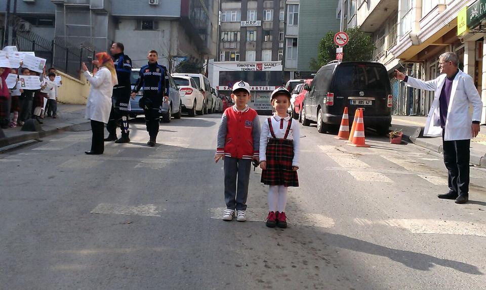 500 ilkokul öğrencisine trafik eğitimi