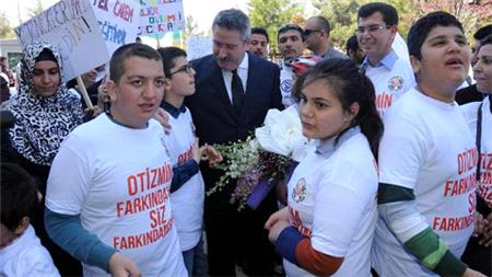 Otizmli çocuklar eğitim hakları için yürüdü