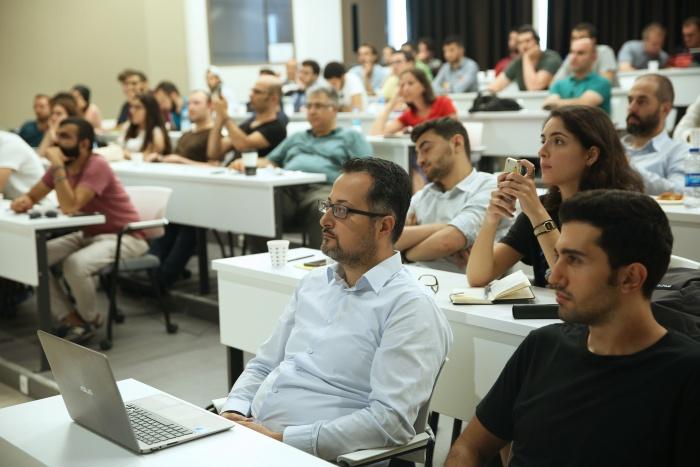 Şehir Üniversitesi'ndeki Veri Bilimi ve Yapay Zekâ Çalıştayı'na yoğun ilgi