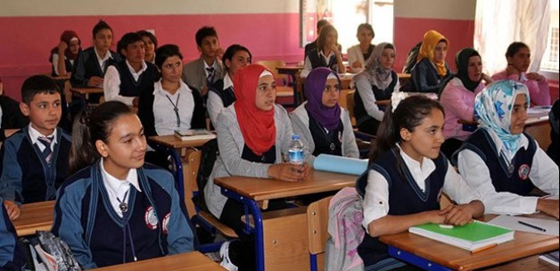 Kızların okullaşması arttı