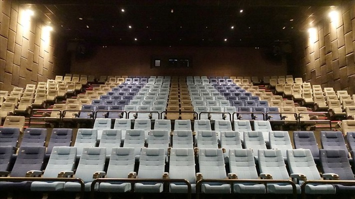 Sinema salonları yeniden misafirlerini ağırlamaya başladı