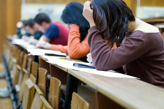 Veliler sınav sürecinde okul ile sürekli iletişimde olmalı