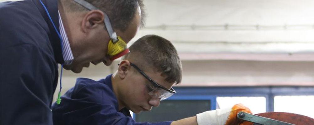 Binlerce mesleki eğitim merkezi öğrencisine lise diploması imkanı