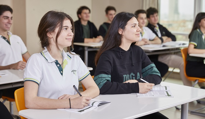 Doğa Koleji'nden yurt dışında eğitim almak isteyen öğrencilere destek