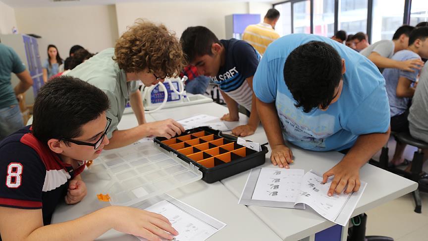 Zeki öğrenciler bilim kampında geleceğe hazırlanıyor