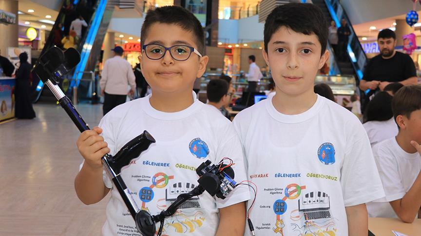 Ortaokul öğrencilerinden görme engelliler için 'akıllı baston'