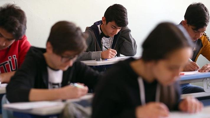 1.5 yılda her dersten 2-3 sınav olabildiler