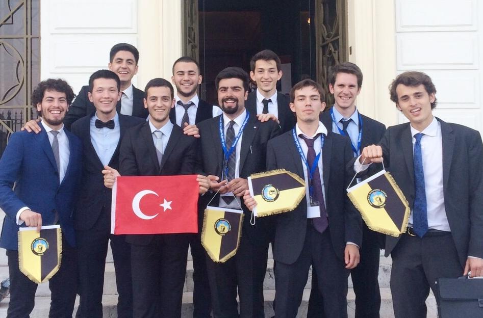 Ankara Atatürk Lisesi Öğrencilerinin MUN Başarısı
