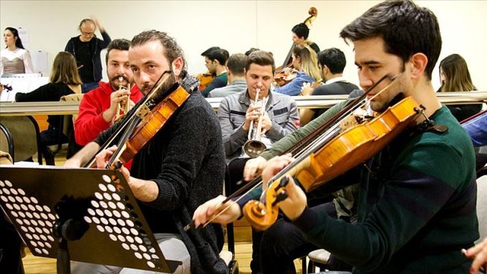 Müzik tutkuları 40 gence orkestra kurdurdu